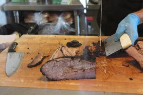 Slicing brisket